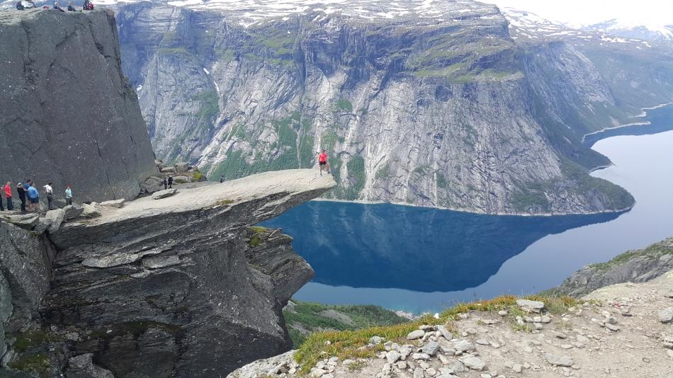 TrollTunga Kayası Çıkışı - Norveç